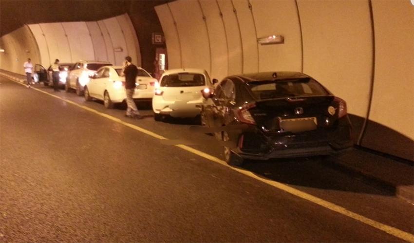 זירת התאונה במנהרות הכרמל (צילום: דוברות המשטרה)