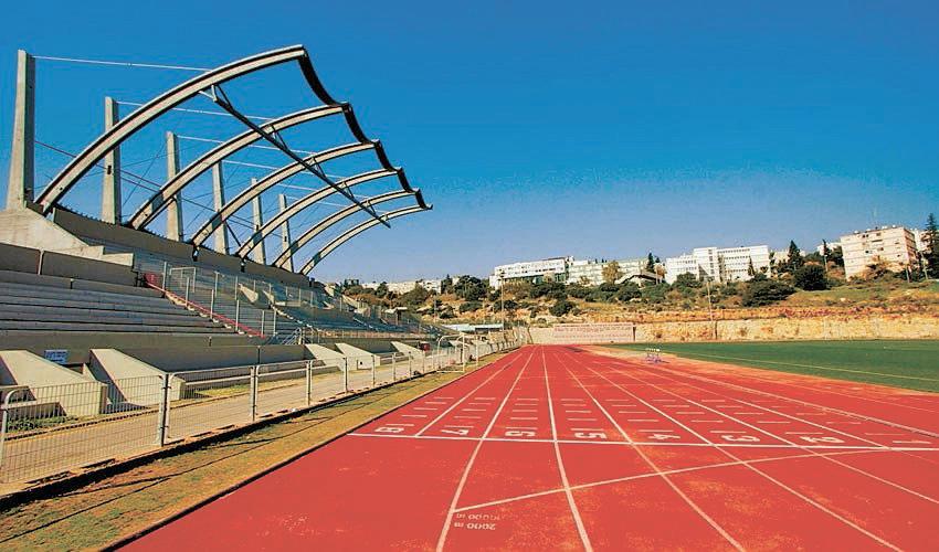 איצטדיון האתלטיקה בנוה שאנן. ברוכים הבאים לשנות ה־2000 (צילום: קובי פאר)