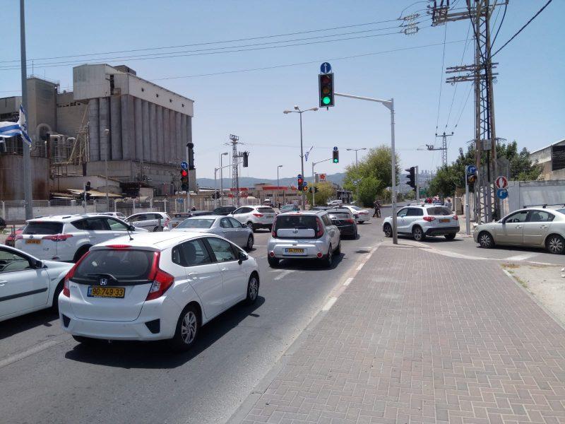 צומת חלוצי התעשייה סגור לתנועה בעקבות דליפת הגז (צילום: שי אילן)