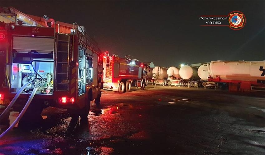 זירת השריפה של מיכלית הגז במפרץ (צילום: דוברות כבאות והצלה מחוז חוף)