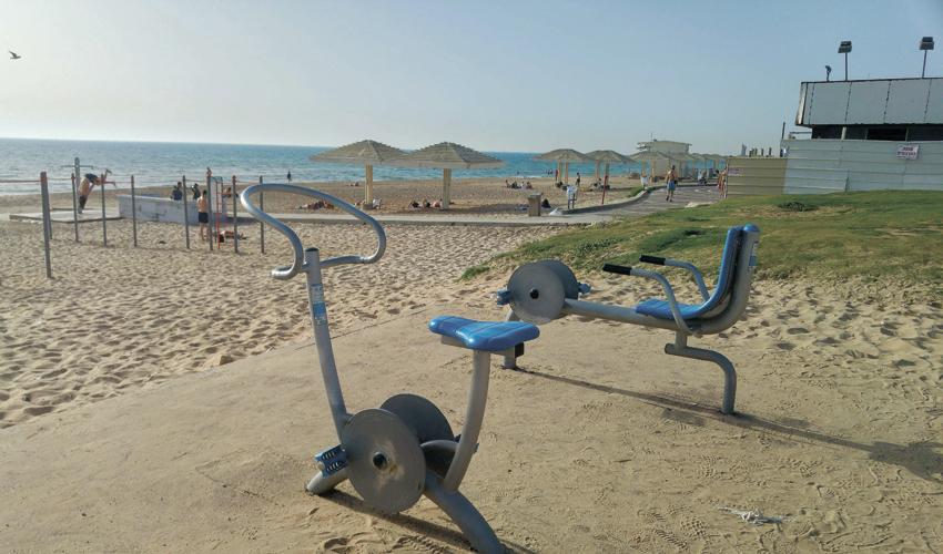 מתקני כושר בחוף הסטודנטים (צילום: אלה אהרונוב)