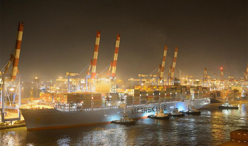 """"""" Maersk Hamburg"""" בנמל חיפה (צילום: ורהפטיג ונציאן)"""