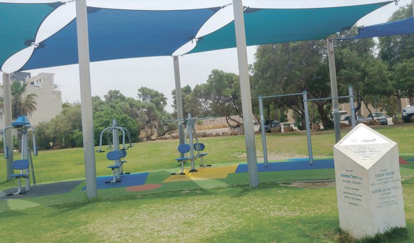 גן המשחקים לזכרו של יגאל אמסטר בטיילת בת גלים (צילום אלה אהרונוב)