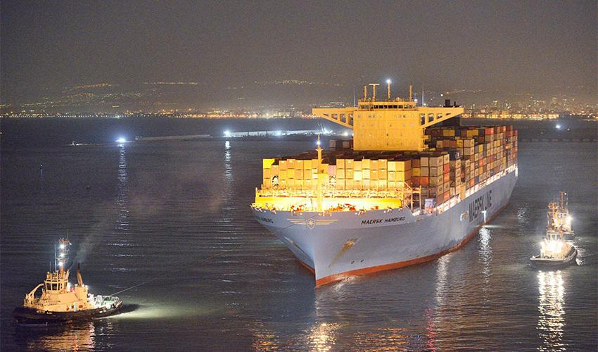 """""""Maersk Hamburg"""" נכנסת לנמל חיפה (צילום: ורהפטיג ונציאן)"""