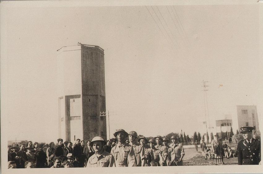 מגדל המים, זמן קצר לאחר סיום הקמתו (צילום: ארכיון מכבי האש חיפה)
