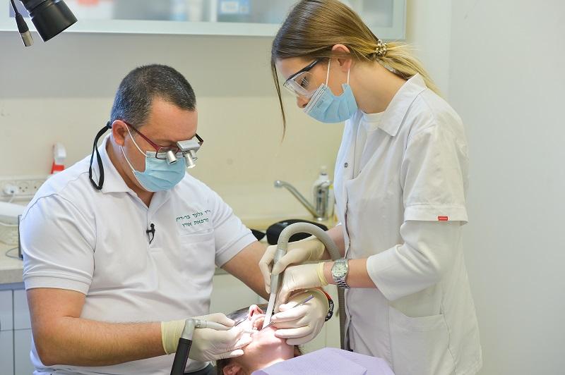 """מרפאת אורן- ד""""ר בר דיין: מרכז מתקדם לטיפולי שיניים בלייזר בחיפה. צילום: דודי פפראצי"""