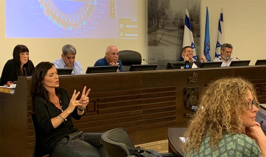 ישיבת המועצה שלא מן המניין בעניין החניה בחופים (צילום: חגית הורנשטיין)