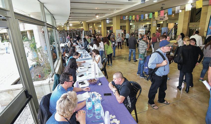 יריד תעסוקה שקיימה עיריית חיפה (צילום: אסיה ציירסקי, הסוכנות היהודית)