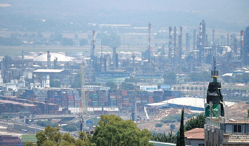 זיהום אוויר במפרץ חיפה (צילום: רמי שלוש)