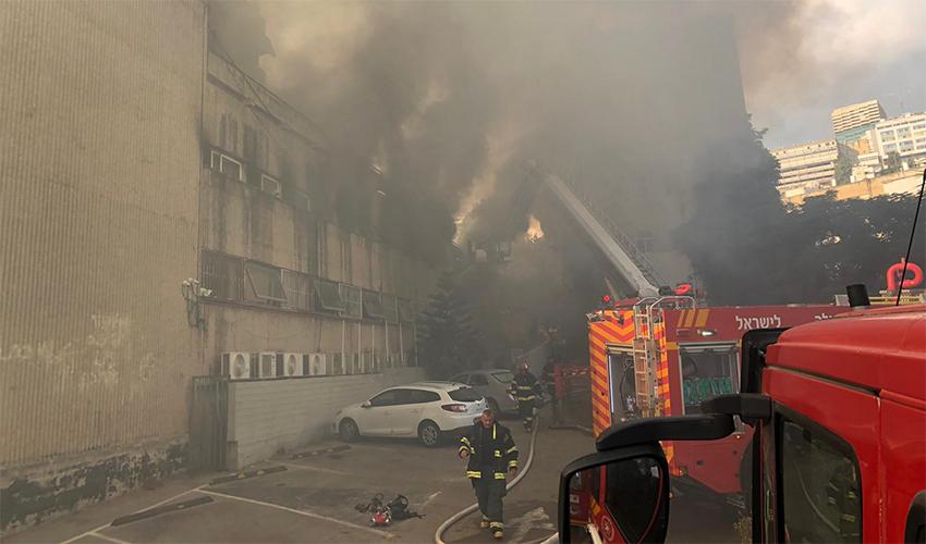 השריפה במדעטק (צילום: דוברות כיבוי האש)