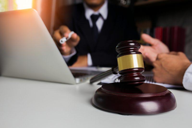 עבודות שירות או מאסר בפועל? צילום: SOMKID THONGDEE, Shutterstock