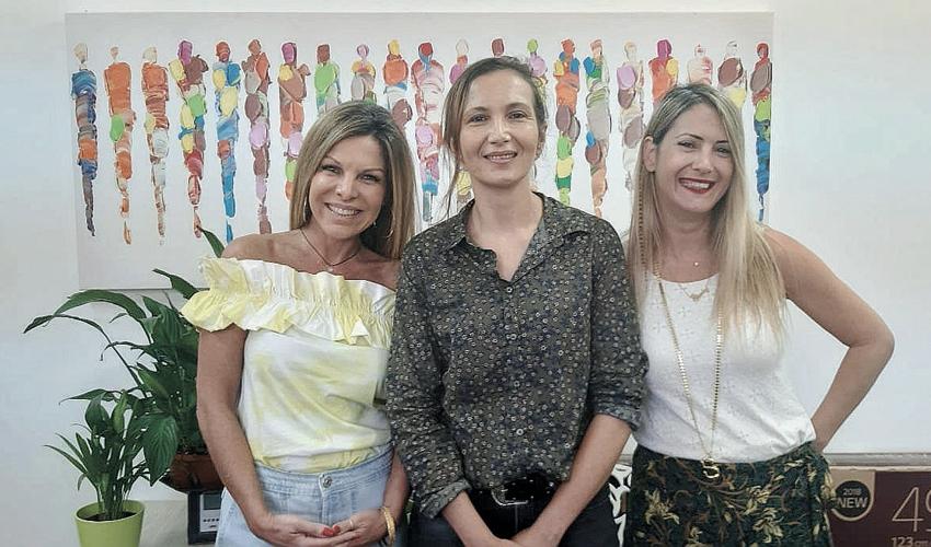 """מחנכות המחזור שירלי קרשובר, אילנה פריאנטה וסיגל ידיד. """"אנחנו מקווים להכי טוב עבורם״ (צילום: בית הספר אופקים)"""