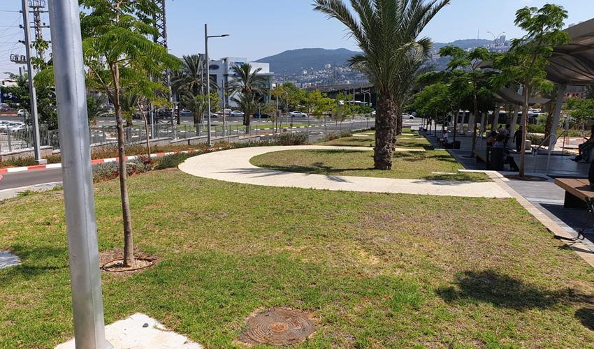 הפארק בכניסה למרכזית המפרץ