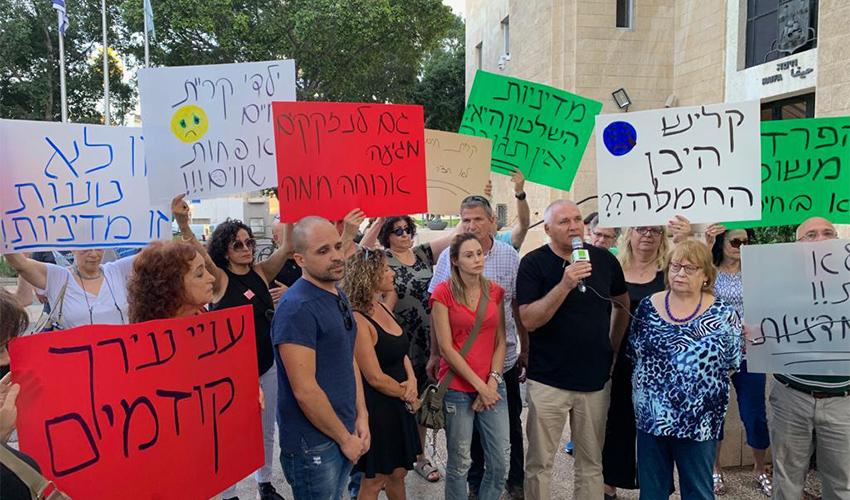 ההפגנה נגד הקצאת נכסים עירוניים למוסדות חינוך חרדיים (צילום: בועז כהן)