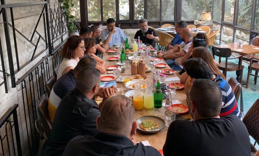 פגישת בעלי העסקים עם הרב דובי חיון, עם רג'א זעאתרה ועם שהירה שלבי (צילום: אייל אבו סאלח)