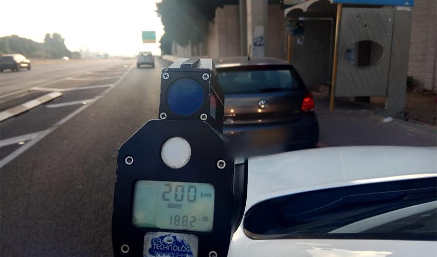 """מכמונת הלייזר על 200 קמ""""ש (צילום: דוברות המשטרה)"""