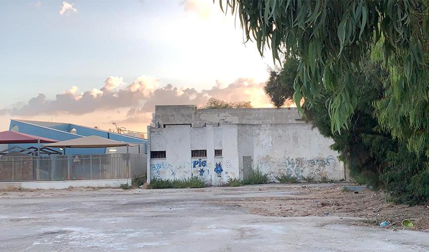 המבנה ברחוב בית אלפא 27 בקרית חיים המיועד לבית ספר של ארגון שמחת התורה (צילום: יקי לוי)