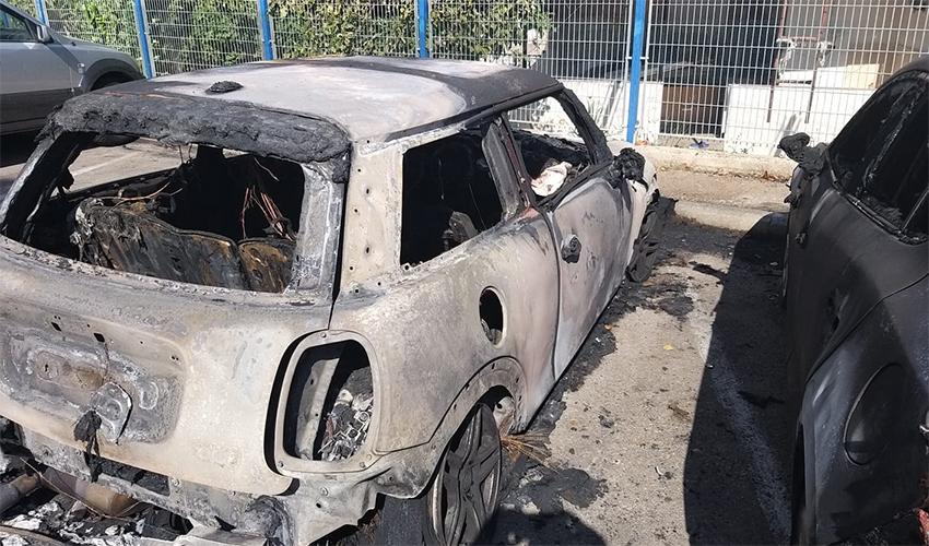 מכונית שעלתה באש (צילום: דוברות תחנת חיפה בשירותי כיבוי האש)