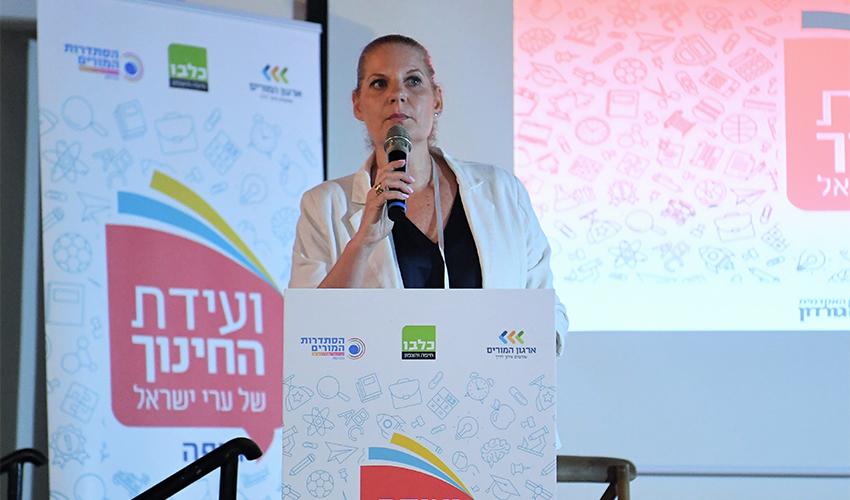 מזכירת סניף חיפה בארגון המורים ענת שוורץ (צילום: ראובן כהן)