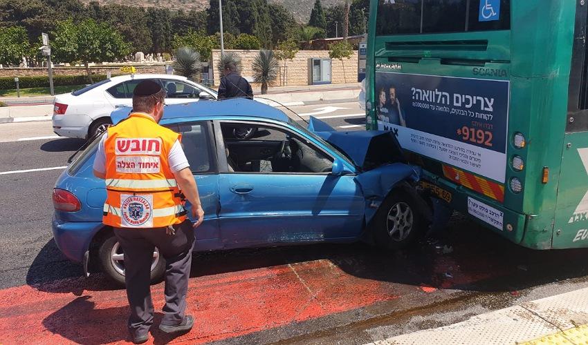 התאונה בשדרות ההגנה (צילום: דוברות איחוד הצלה)