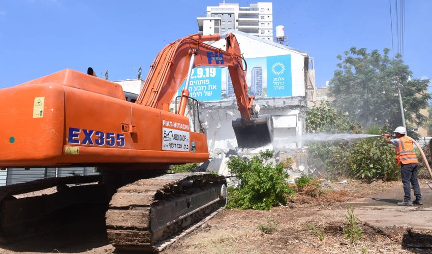 """הריסת הבניינים בפרויקט """"אלמוג כרמל מערב"""" (צילום: אופיר נחמני)"""