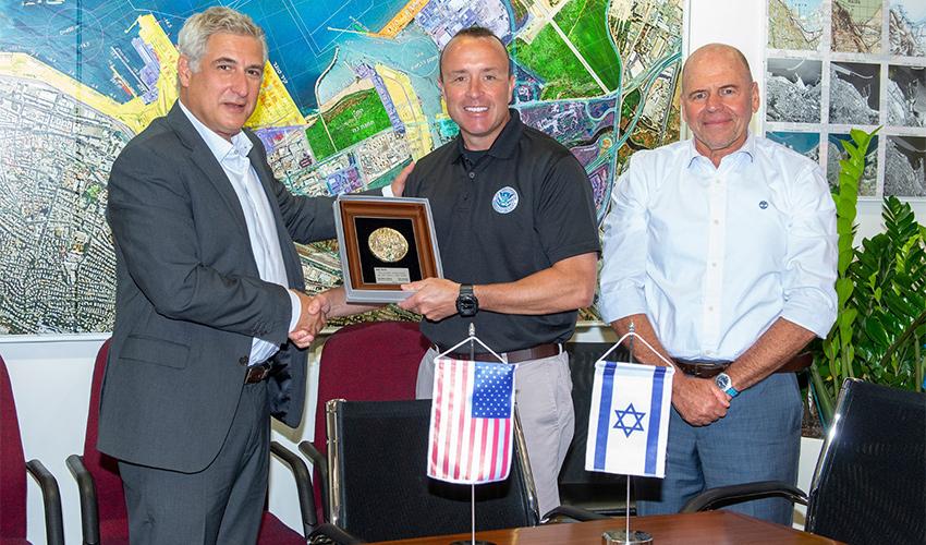 ביקורו של תת שר המודיעין והגנת המולדת האמריקאי בנמל חיפה (צילום: אריאל ורהפטיג)