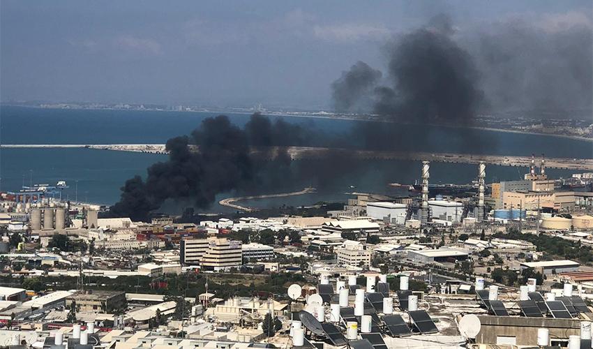 השריפה במפעל שמן במפרץ חיפה (צילום: ליאם פרץ)