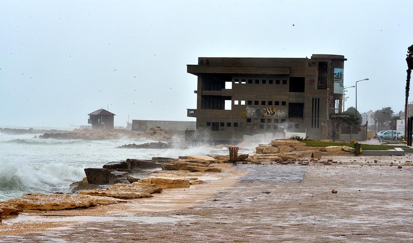 סערה בבת גלים (צילום: דוברות עיריית חיפה)