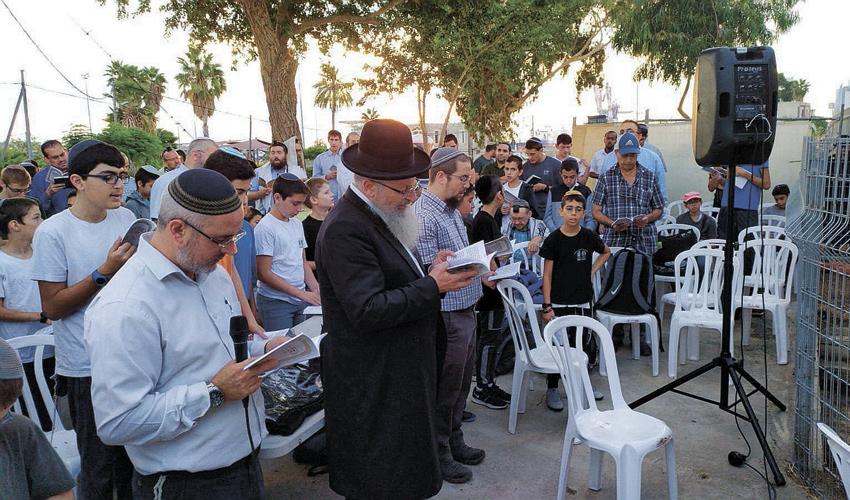 """מאמינים שעלו לרגל לקבר הרמב""""ן בחיפה בימי הסליחות. בשורה טובה לעיר"""