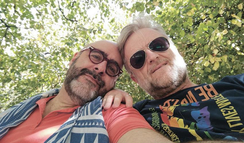 """פטריק לוי וארנון אלוש. """"נושא ה־HIV הוא לא אישיו כי ארנון יודע שאני שומר על עצמי, אני יודע שהוא נאמן ולא הולך להתפרפר"""""""