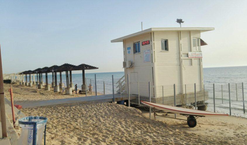 תחנת הצלה בחוף זמיר (צילום: אלה אהרונוב)