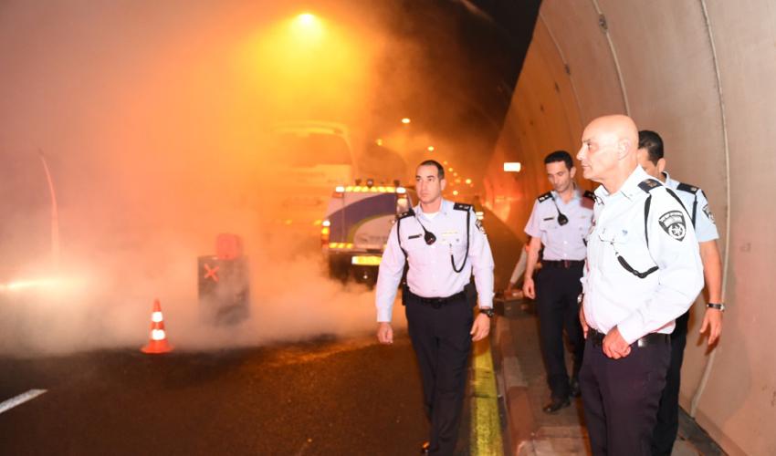 תאונה במנהרות הכרמל (צילום: דוברות משטרת ישראל)