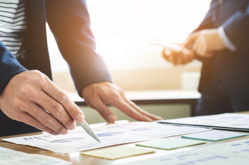 עומדים לקראת שיתוף פעולה משמעותי? אל תשכחו להיוועץ ברואה חשבון הבקיא בתחום. תמונה ממאגר Ingimage