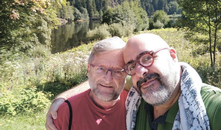 """ארנון אלוש ופטריק לוי. """"משיכה הומוסקסואלית היא לא רק משיכה מינית אלא גם משיכה רומנטית"""""""