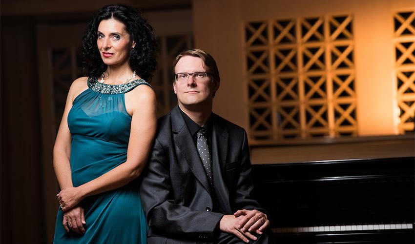 זמרת הסופרן אירנה טרופובה והפסנתרן יאן דושק (צילום: דניאל האוול)