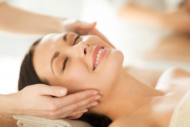 טיפול פנים כדאי לבצע רק אצל המומחים. תמונה ממאגר Ingimage