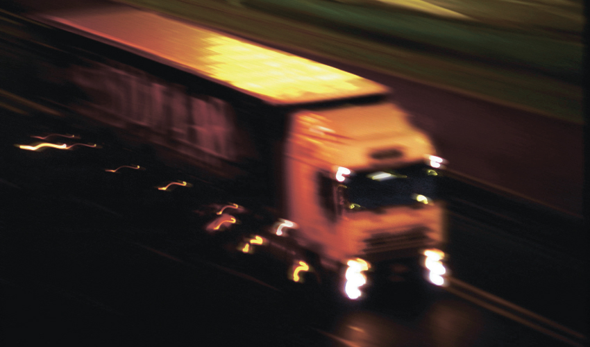 משאית בלילה (צילום: א.ס.א.פ קריאייטיב/INGIMAGE)