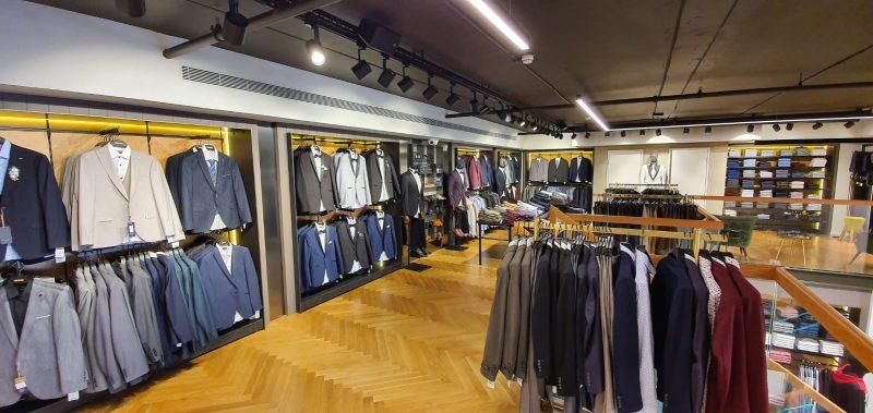 מבחר חליפות במגוון מחירים. צילום: תאמר, אל מטרו
