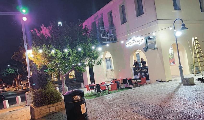 """כנאפה המושבה. """"עכשיו אפשר להגיד שסוף סוף יש בחיפה כנאפה אמיתית כמו שעושים בנצרת"""" (צילום: באסל אבו דריס)"""