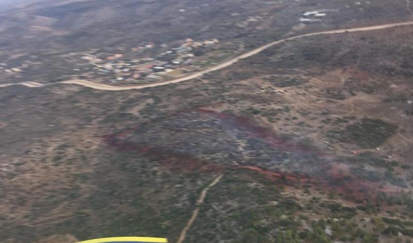מטוס כיבוי מעל יערות הכרמל (צילום: דוברות שירותי כבאות והצלה)
