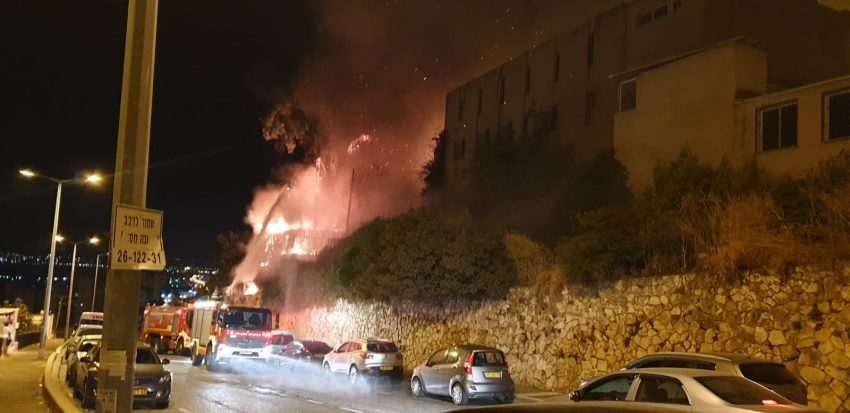 השריפה ברחוב ערד (צילום: דוברות איחוד הצלה)