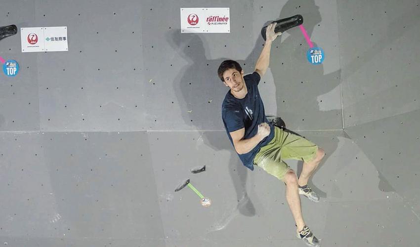 """אלכס חזנוב. """"בשנת 2005 התחלתי לטפס וההורים עפו על זה"""" (צילום: אדי פאוק)"""