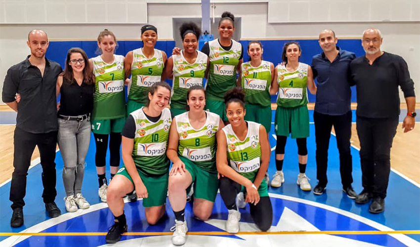 קבוצת הנשים של מכבי חיפה. עם הפנים קדימה (צילום:אגודת מכבי חיפה)