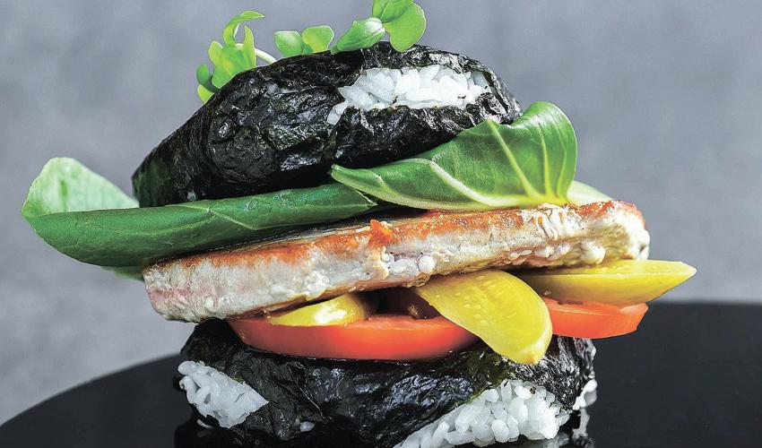 """בוריטו סושי בורגר. """"המטבח מתקדם כמו ההייטק, אז יש מקום לחידושים"""" (צילום: גלעד הר שלג)"""
