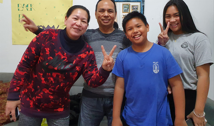 אלוירה טינה ומשפחתה (צילום: United Children of Israel)