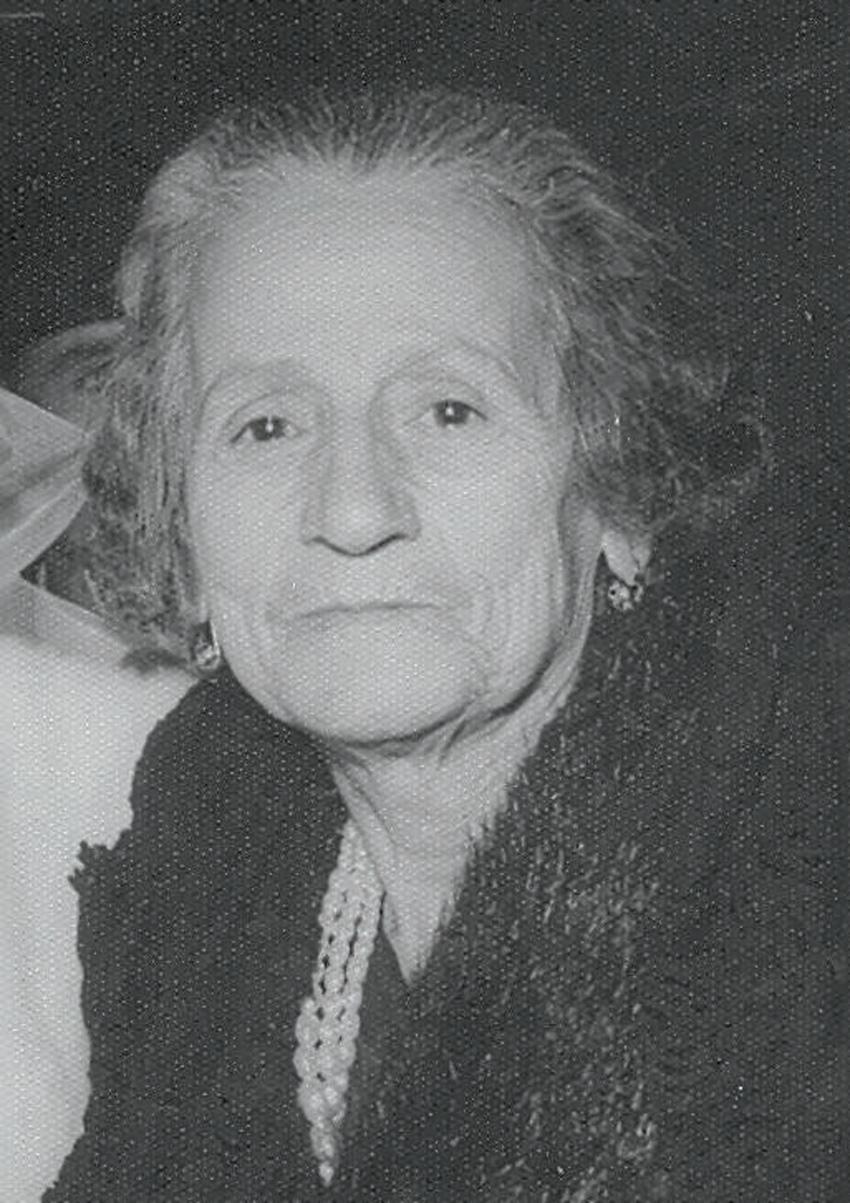 """אמליה. סבתה של פרופ' סופיה מנשה. """"היא לא אהבה את בעלה כי הוא לא גידל שפם"""""""