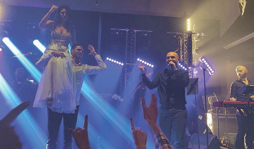 עומר אדם שר בחתונה של בן חבה ואור לב. שיאו של הערב (צילום: שני מועלם)