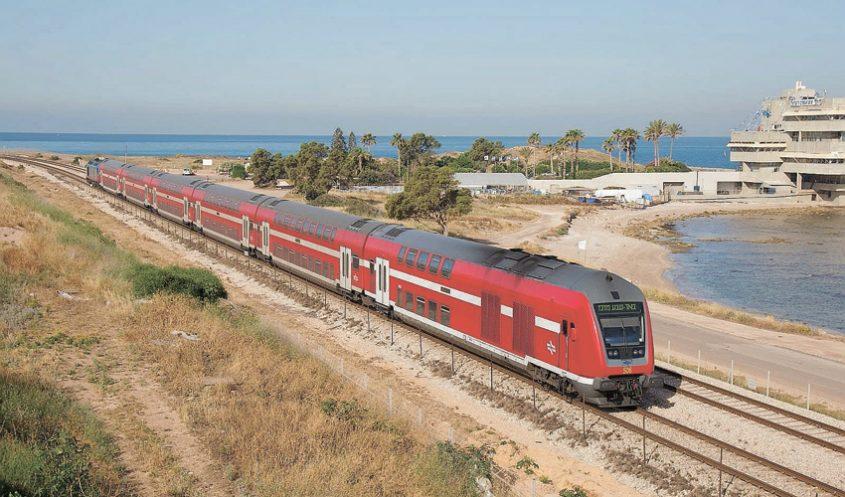 חיץ המסילות בין העיר לים (צילום: דוברות רכבת ישראל)