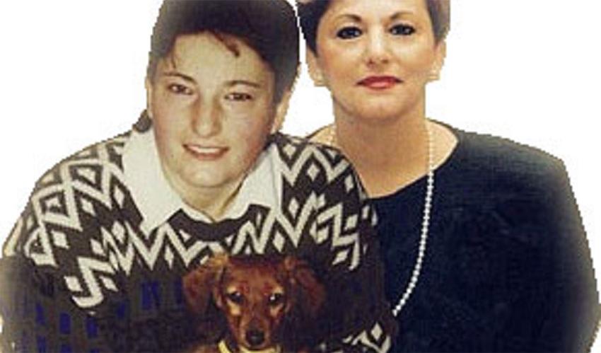 אורנת וג'סי גרובמן עם כלב התחש המשפחתי (צילום: ארכיון משפחת גרובמן)