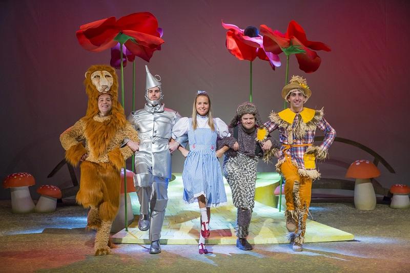"""הצגות ילדים לחנוכה בחיפה: """"הסופגטרון"""". תמונה מתוך הצגה """"הקוסם"""". צילום: עומר שטיין"""
